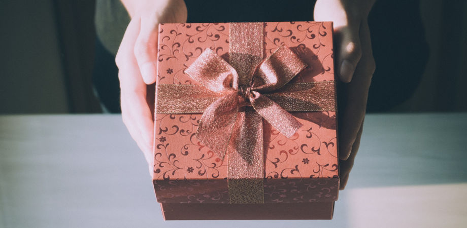 jaki-prezent-podarowac-mlodej-parze